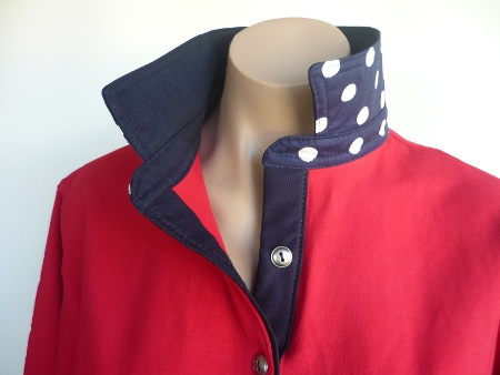 Red rugby - Plain navy top collar & spotty back collar